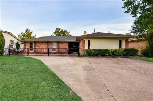 Photo of 216 E Kearney Street, Mesquite, TX 75149 (MLS # 14369908)