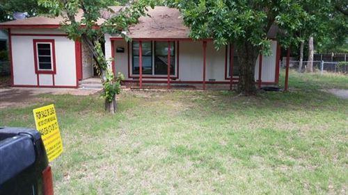 Photo of 428 Mullins, Lewisville, TX 75057 (MLS # 14685924)