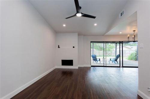 Photo of 2022 Knollwood Lane, Carrollton, TX 75006 (MLS # 14673925)
