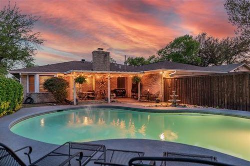 Photo of 517 E Kearney Street, Mesquite, TX 75149 (MLS # 14551926)