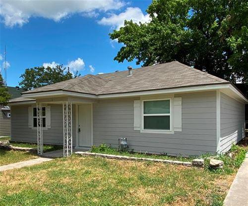 Photo of 106 W Santa Fe Street, Farmersville, TX 75442 (MLS # 14366932)