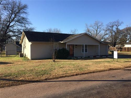 Photo of 424 E Hughes Street, Collinsville, TX 76233 (MLS # 14257934)