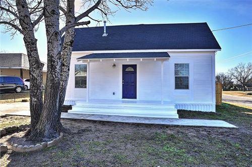 Photo of 100 Buchanan Street, Whitesboro, TX 76273 (MLS # 14250938)