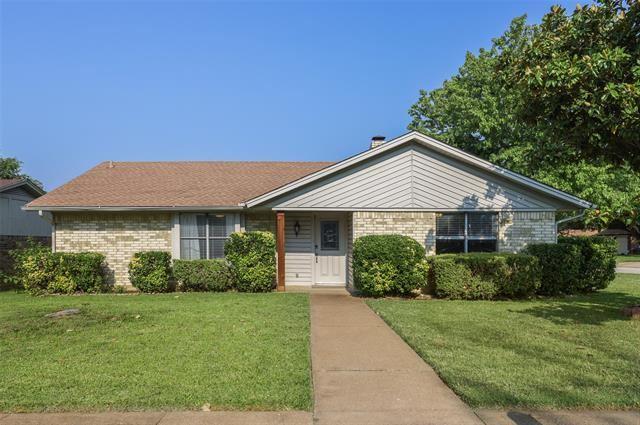 800 Lottie Lane, Saginaw, TX 76179 - #: 14631945