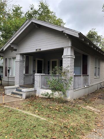 Photo of 909 N Cleveland Avenue, Sherman, TX 75090 (MLS # 14677952)