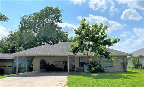 Photo of 1007 N Howeth Street, Gainesville, TX 76240 (MLS # 14622958)