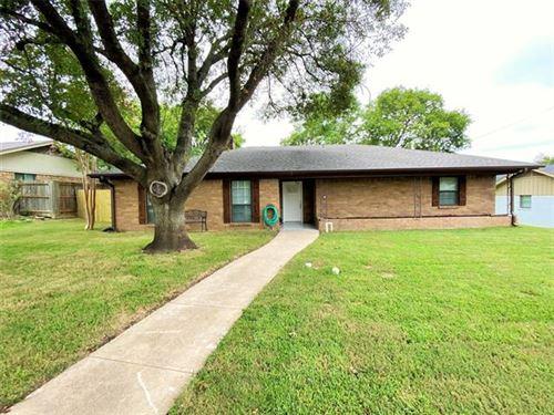 Photo of 421 Riverwood Drive, DeSoto, TX 75115 (MLS # 14440961)