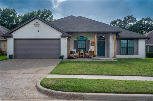 Photo of 7704 Fox Chase Drive, Arlington, TX 76001 (MLS # 14380971)