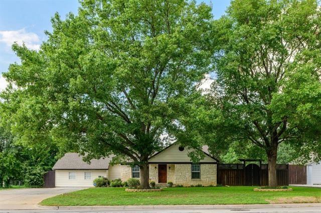 105 W Park Row Drive, Arlington, TX 76010 - #: 14501972