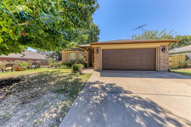 313 Sweetwater Drive, Weatherford, TX 76086 - #: 14673981