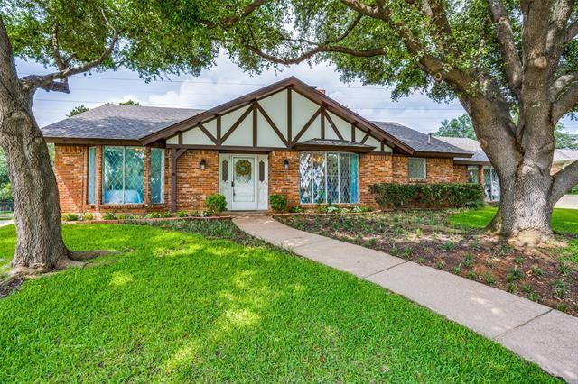 1702 Russwood Drive, Arlington, TX 76012 - #: 14379996