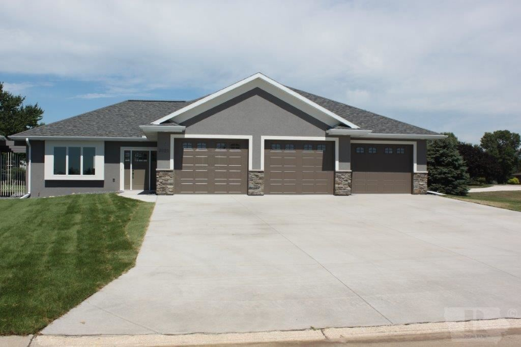 2025 Riviera Road Sioux Center Ia 51250 Mls 44019171 Epic