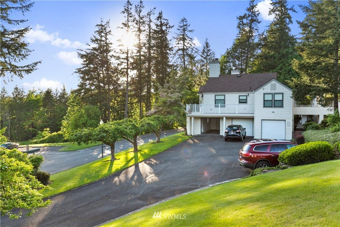Photo of 4220 220th Place SE, Issaquah, WA 98029 (MLS # 1774000)