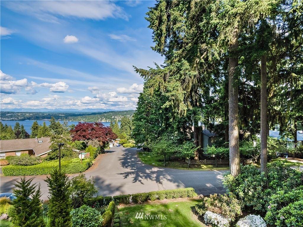 Photo of 15823 35th Avenue NE, Lake Forest Park, WA 98155 (MLS # 1789008)