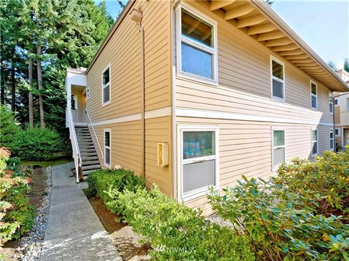 Photo of 14615 NE 40th Street #J2, Bellevue, WA 98007 (MLS # 1679013)