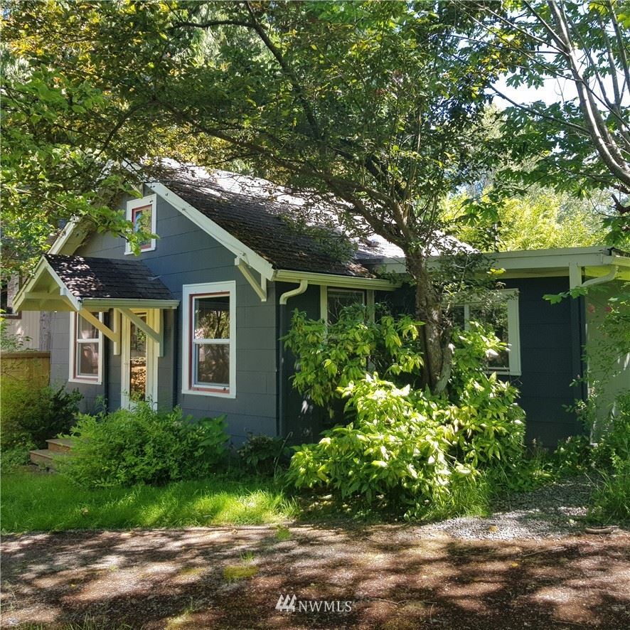 Photo of 2033 NE 98th Street, Seattle, WA 98115 (MLS # 1784016)