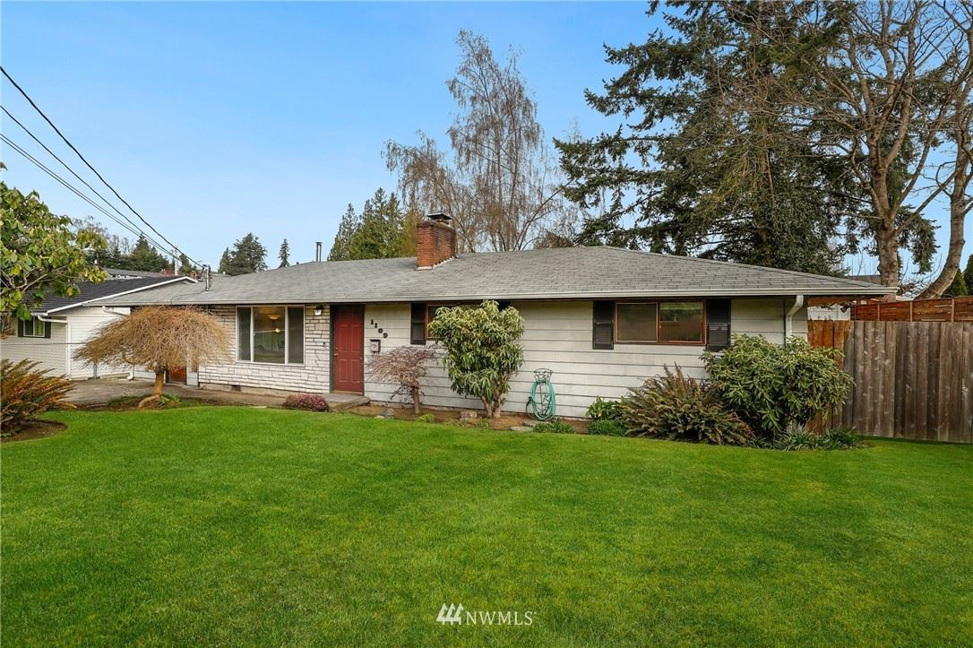 Photo of 1109 Clinton Place, Everett, WA 98201 (MLS # 1750021)
