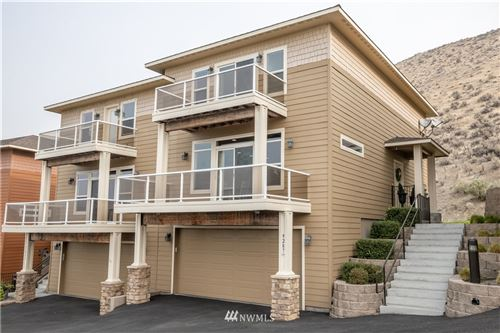 Photo of 9287 Riverview Way NW #D19, Quincy, WA 98848 (MLS # 1666034)