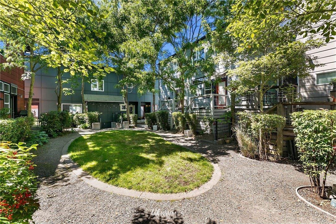 Photo of 233 11th Avenue E, Seattle, WA 98102 (MLS # 1788044)