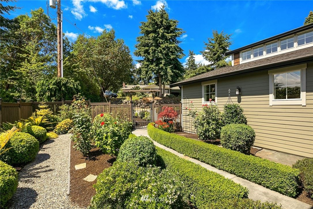 Photo of 350 Morrill Place NE, Bainbridge Island, WA 98110 (MLS # 1642054)