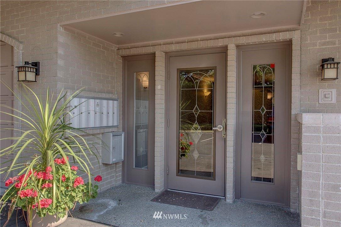 Photo of 11234 NE 68th Street #3, Kirkland, WA 98033 (MLS # 1716056)