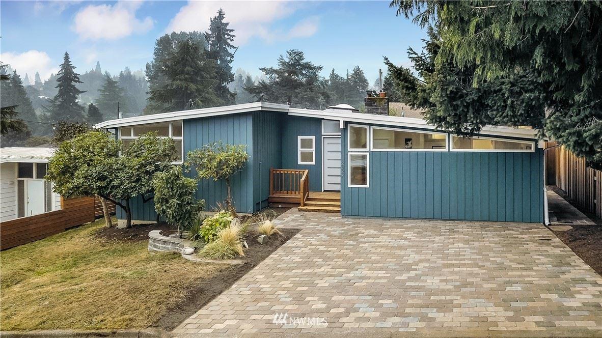 Photo of 2527 NE 106th Place, Seattle, WA 98125 (MLS # 1663057)