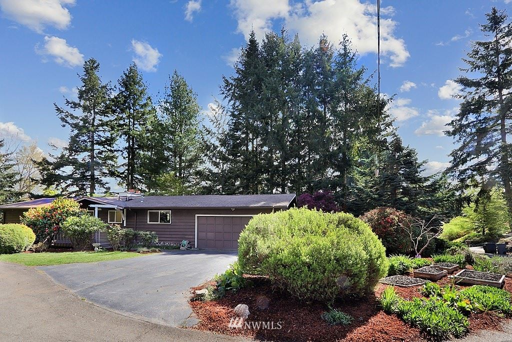 Photo of 6256 NE 204th Place, Kenmore, WA 98028 (MLS # 1765063)