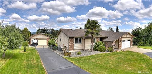Photo of 917 15th Ave SW, Puyallup, WA 98371 (MLS # 1628079)