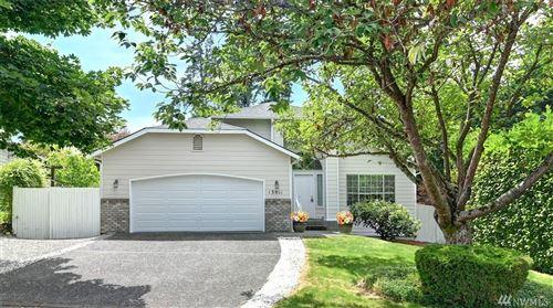 Photo of 13011 NE 98th Place, Kirkland, WA 98033 (MLS # 1632082)
