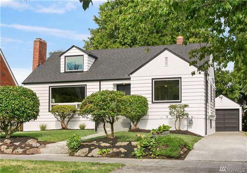 Photo of 6048 34th Ave NE, Seattle, WA 98115 (MLS # 1627091)