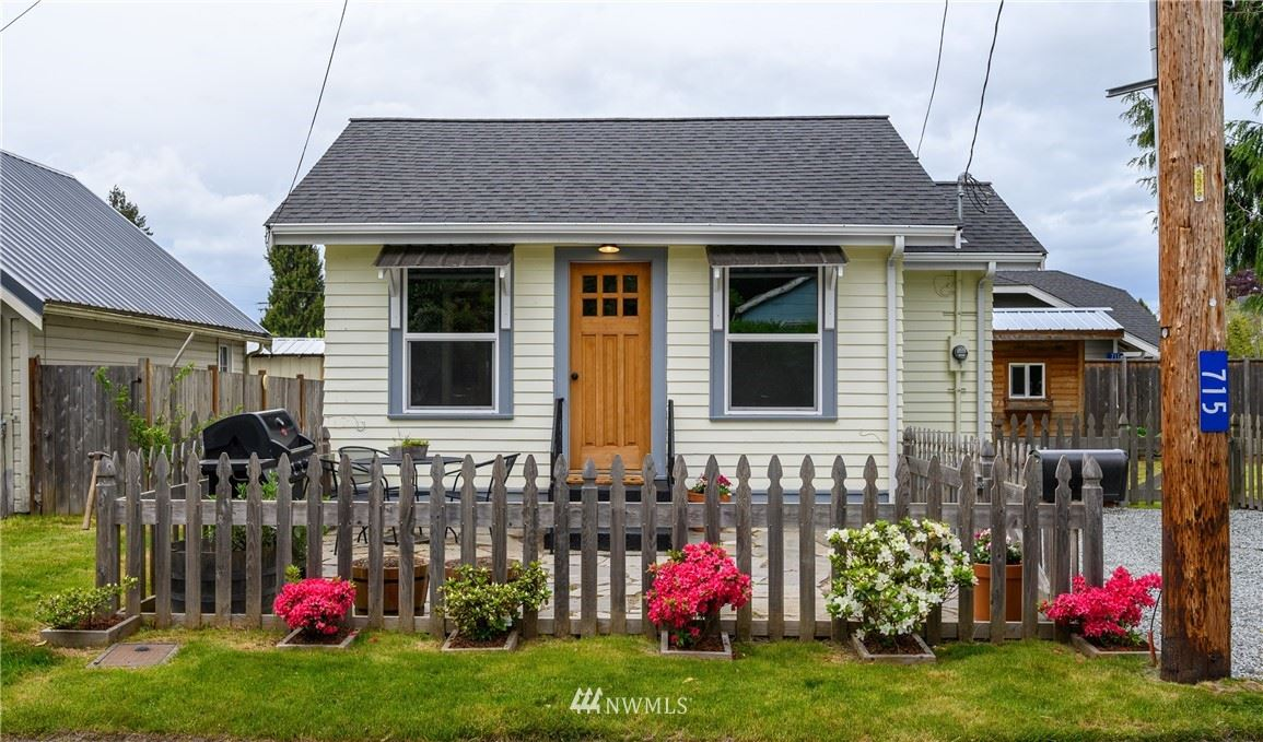 Photo of 715 E Sharon Avenue, Burlington, WA 98233 (MLS # 1771093)
