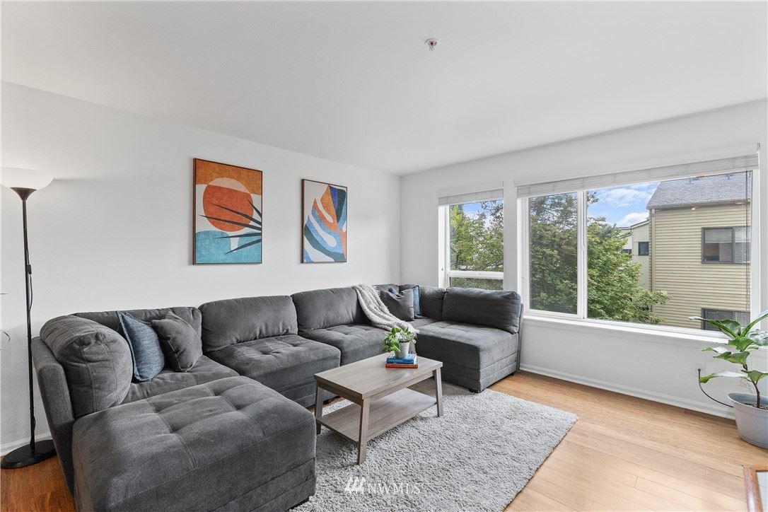 Photo of 559 McGraw Street #201, Seattle, WA 98109 (MLS # 1789093)