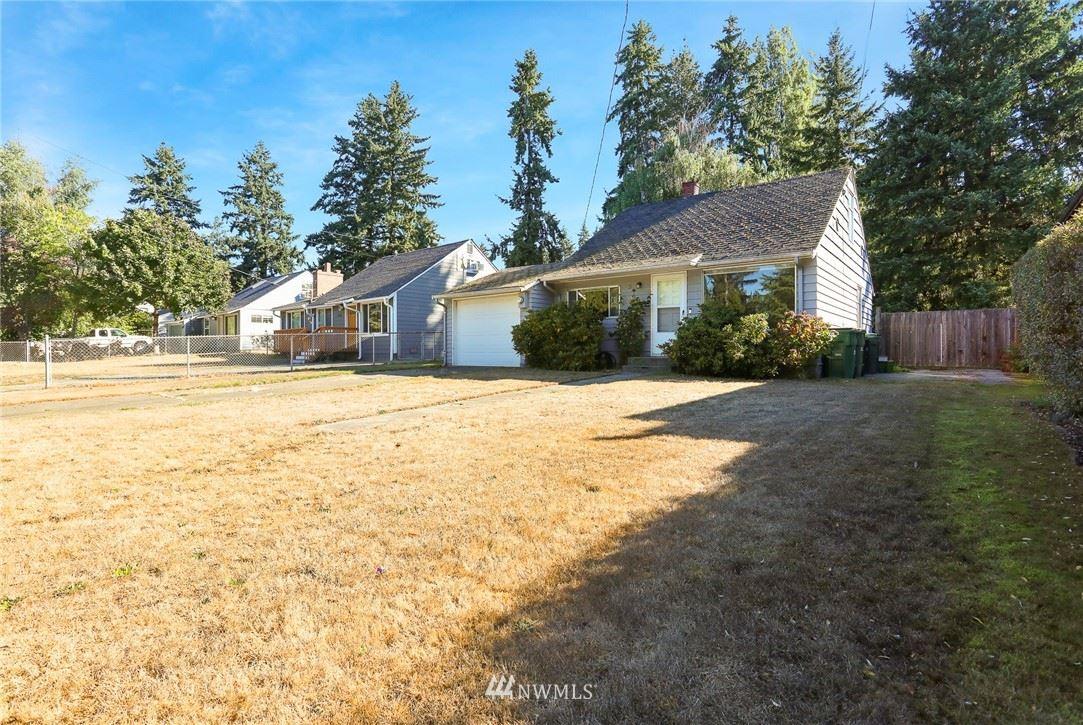 13726 Densmore Avenue N, Seattle, WA 98133 - #: 1838100