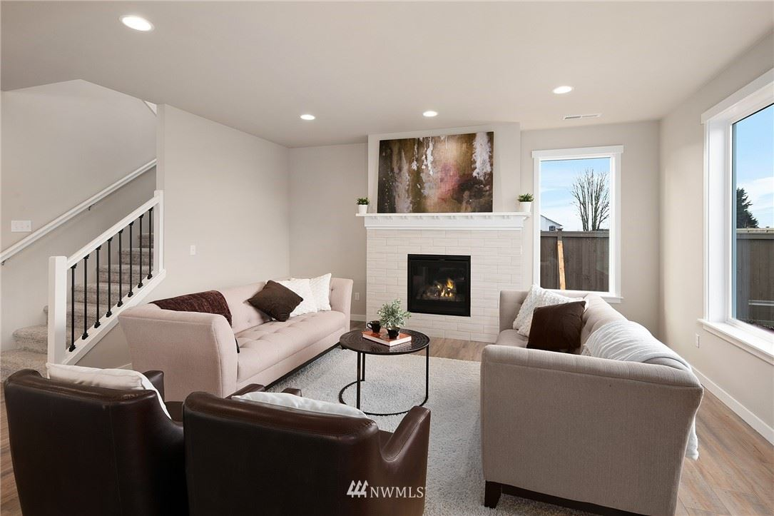 Photo of 955 Goode Place, Mount Vernon, WA 98274 (MLS # 1712101)