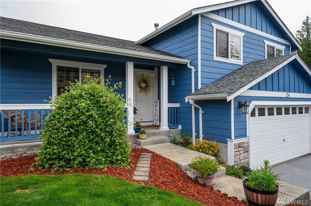 Photo of 254 Dallas St, Mount Vernon, WA 98274 (MLS # 1607110)