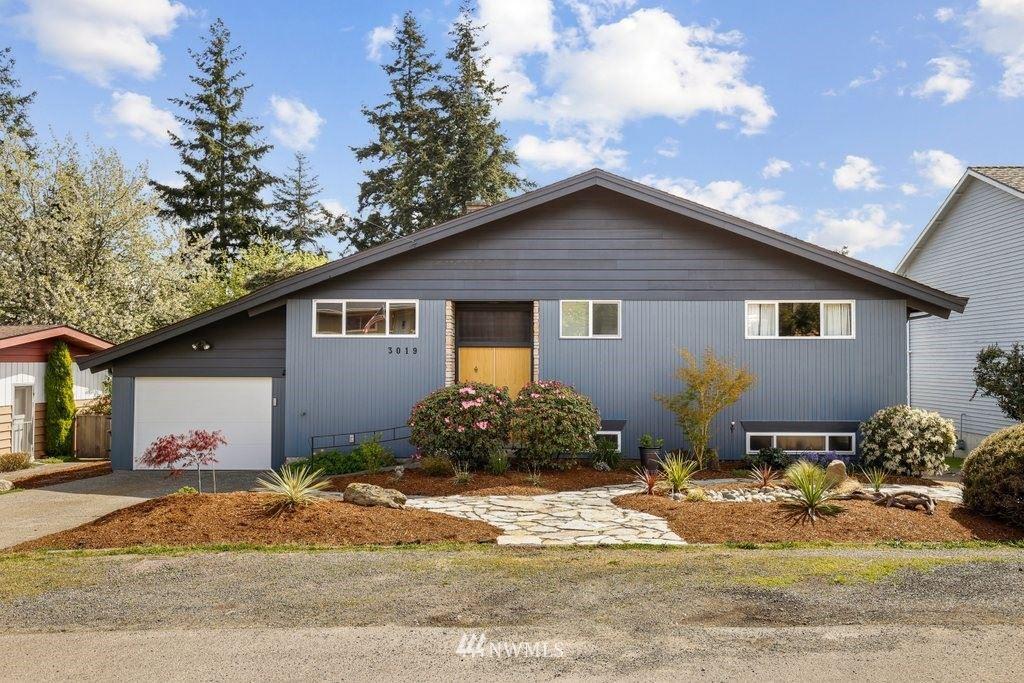 Photo of 3019 SW 110th Street, Seattle, WA 98146 (MLS # 1763122)