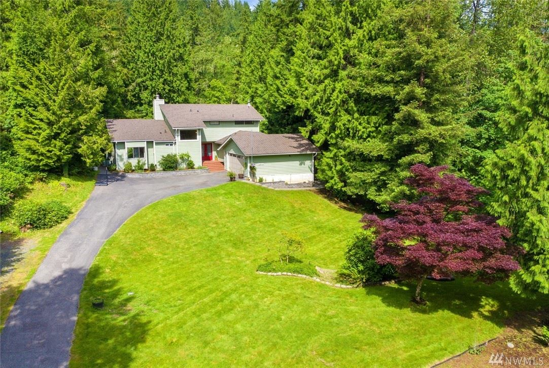 Photo of 12042 210th Place SE, Issaquah, WA 98027 (MLS # 1616125)