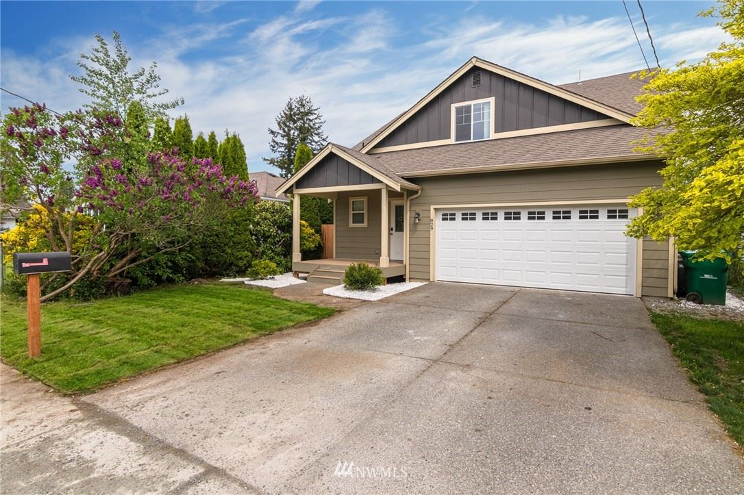 Photo of 829 Greenleaf Avenue, Burlington, WA 98233 (MLS # 1770125)