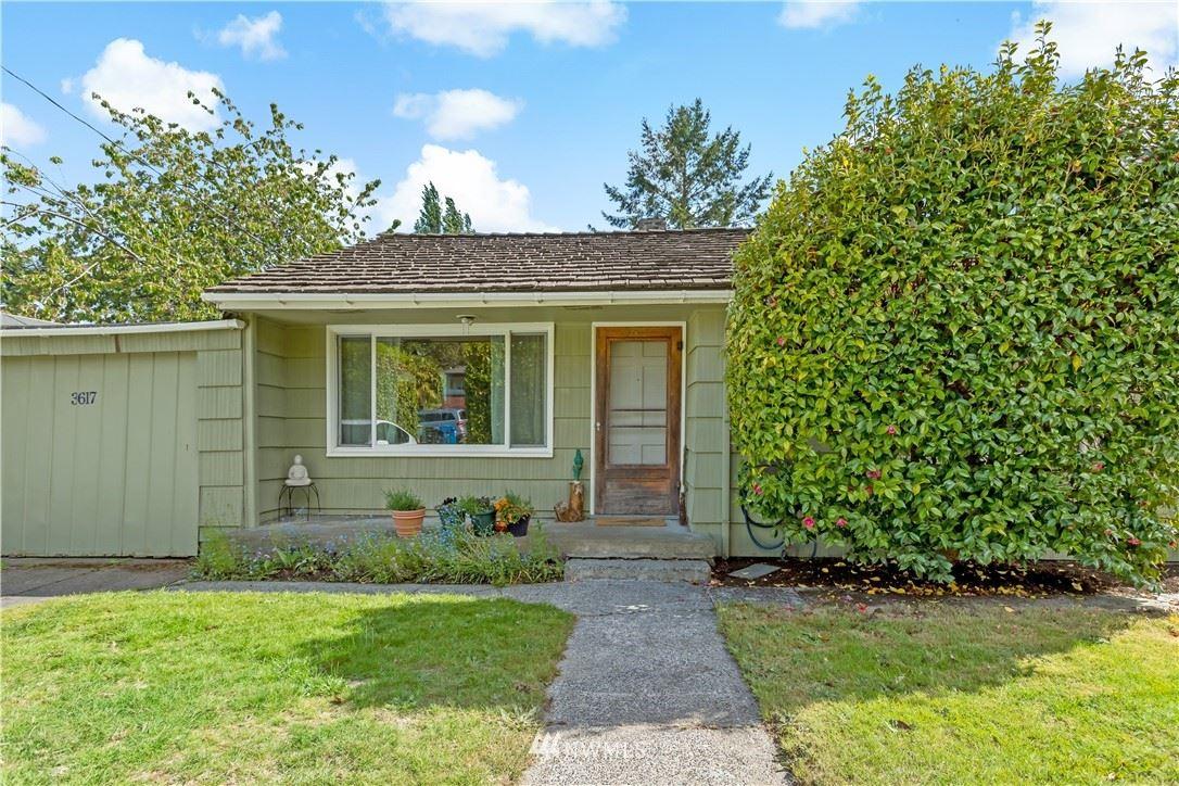 Photo of 3617 112th Street SW, Seattle, WA 98146 (MLS # 1776134)