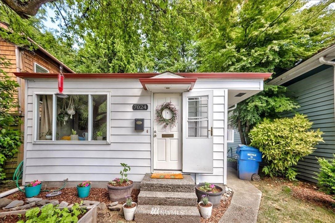 Photo of 7024 15th Avenue NE, Seattle, WA 98115 (MLS # 1786134)
