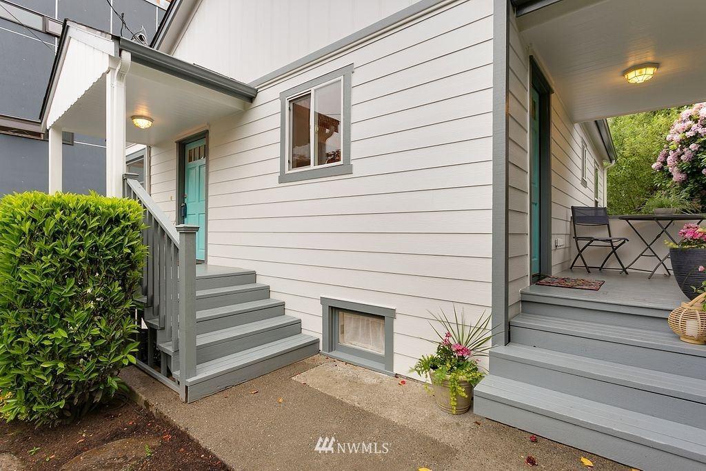 Photo of 2512 Everett Avenue E, Seattle, WA 98102 (MLS # 1777142)