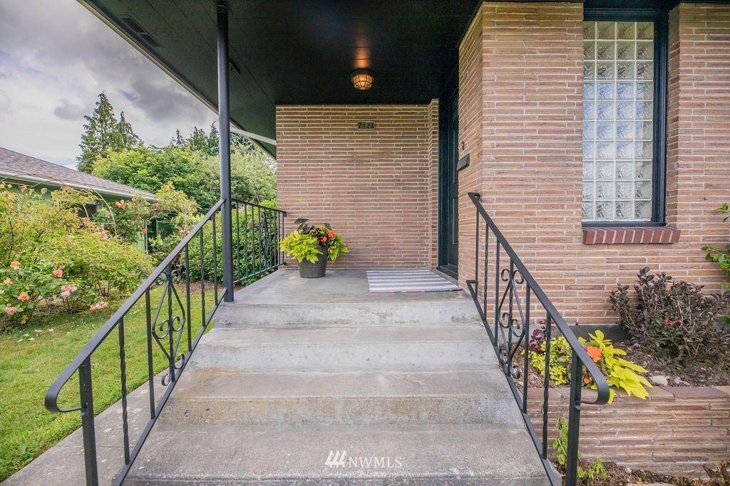 Photo of 2131 Pine Street, Everett, WA 98201 (MLS # 1793146)