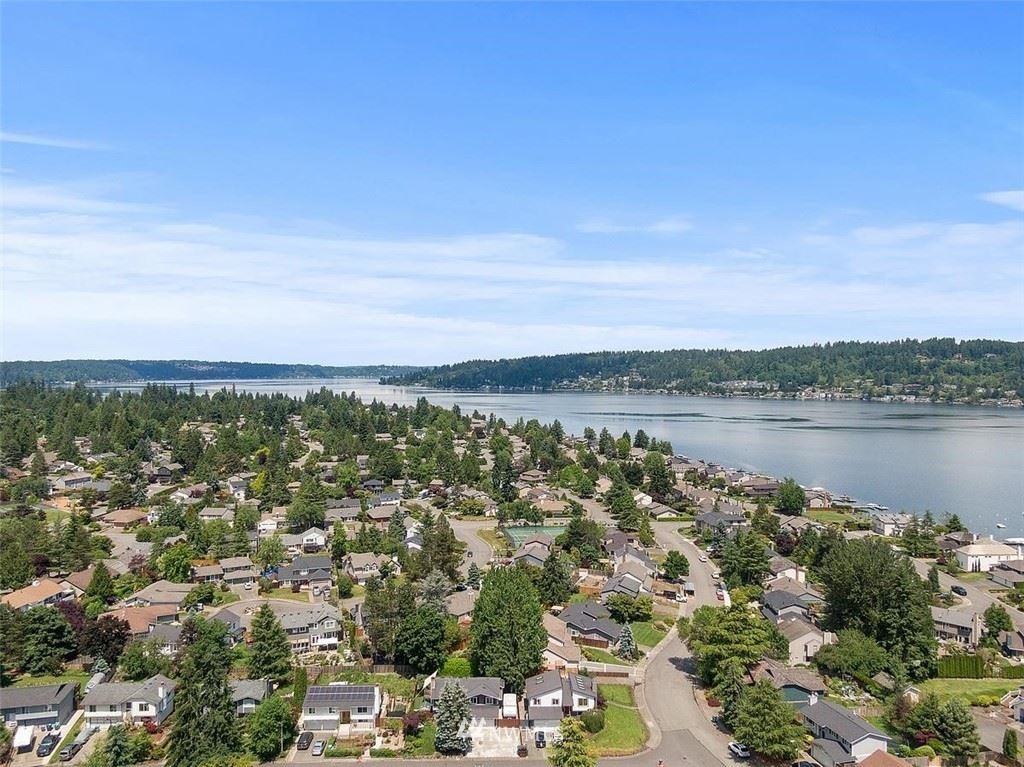 Photo of 19260 SE 48th Place, Issaquah, WA 98027 (MLS # 1789151)