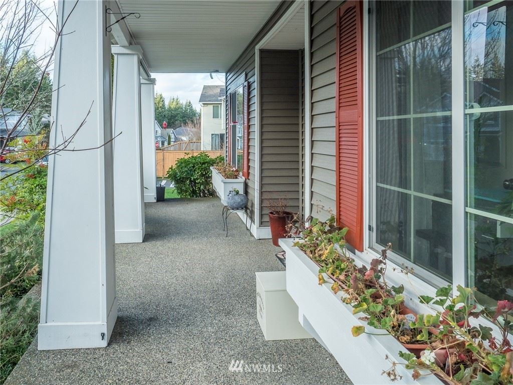 Photo of 8928 Venn Avenue SE, Snoqualmie, WA 98065 (MLS # 1718163)