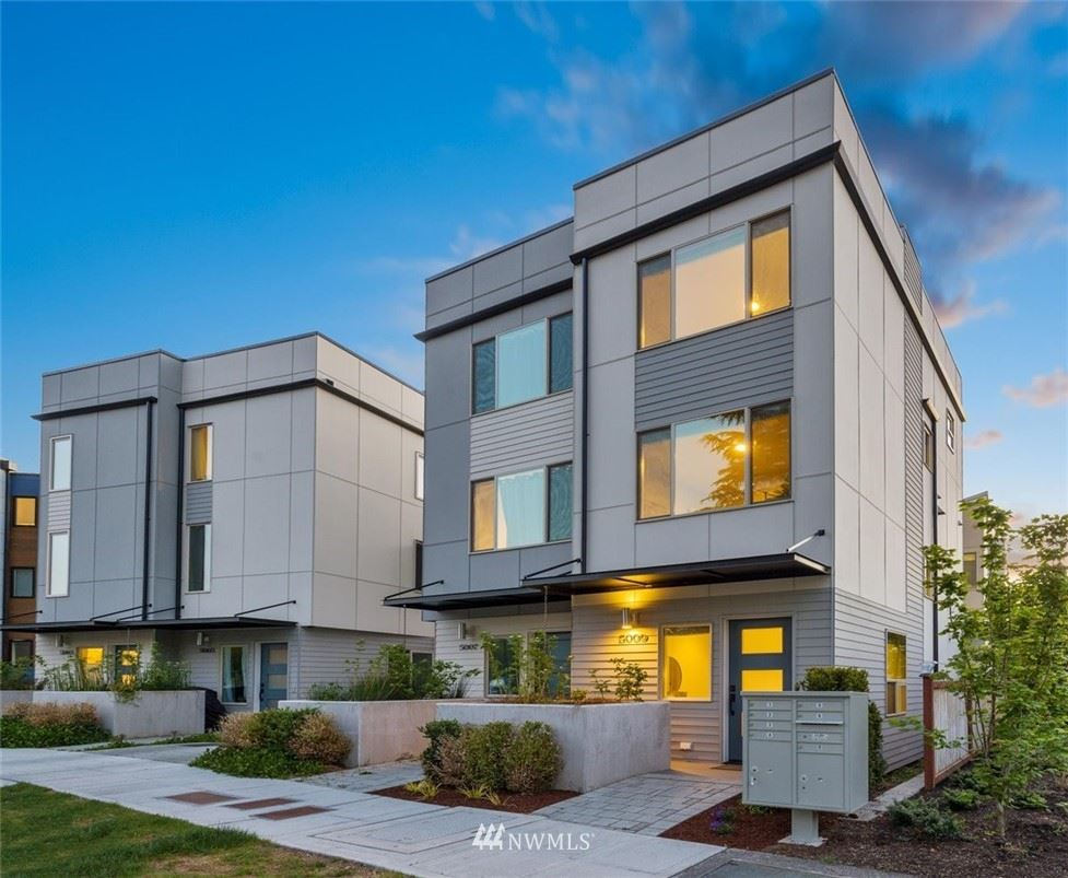 Photo of 5009 44th Avenue NE, Seattle, WA 98105 (MLS # 1774169)