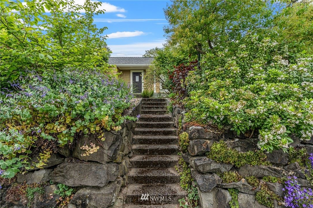 Photo of 7527 29th Avenue SW, Seattle, WA 98126 (MLS # 1779173)