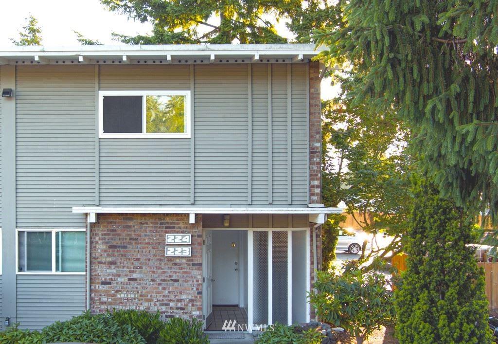 Photo of 5711 122nd Place SE #224, Bellevue, WA 98006 (MLS # 1790179)