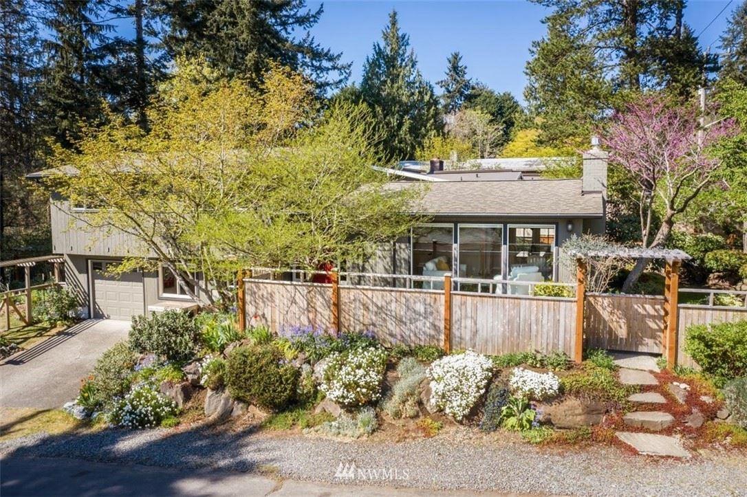 Photo of 10203 20th Avenue NE, Seattle, WA 98125 (MLS # 1756182)
