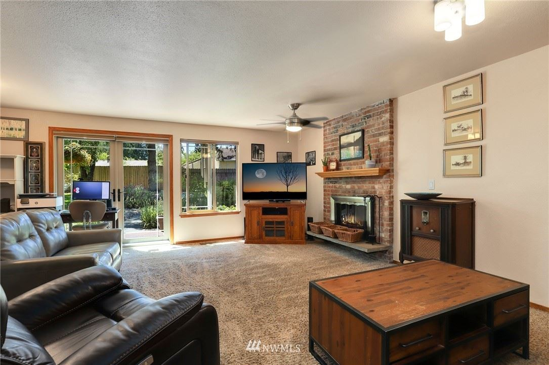 Photo of 1012 S 324th Place, Federal Way, WA 98003 (MLS # 1784187)