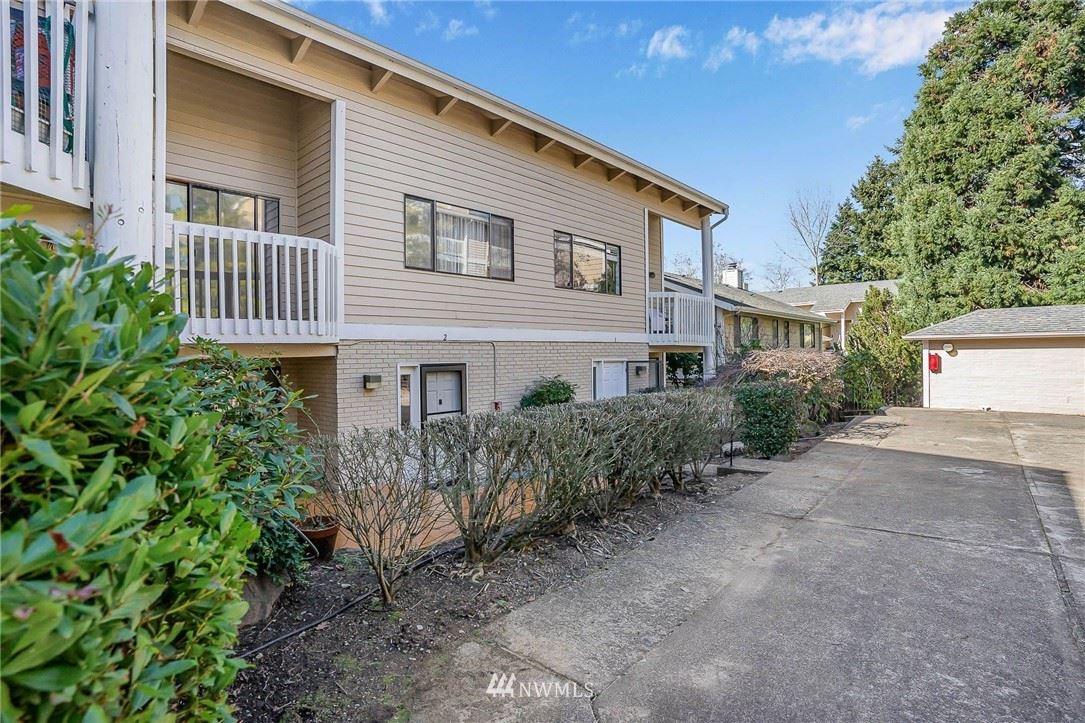 Photo of 12840 SE 40th CT #E2, Bellevue, WA 98006 (MLS # 1742188)